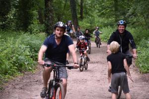 Tijdens de mountainbike clinic voor ouders en kinderen.