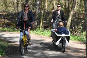 Met elektrische bakfiets en kindertandem op stap in de fiets streek Veluwe.