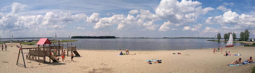 Strand aan het Veluwemeer bij Nunspeet. - Hoegen Fietsverhuur